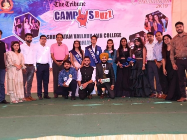 Senior students of the college organized a Freshers' party \'ABHINANDAN 2k19\' to welcome the new faces of graduate and postgraduate classes.